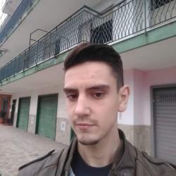 Cupidon.ro - Poza lui Vladu, Barbat 21 ani. Matrimoniale Craiova Romania